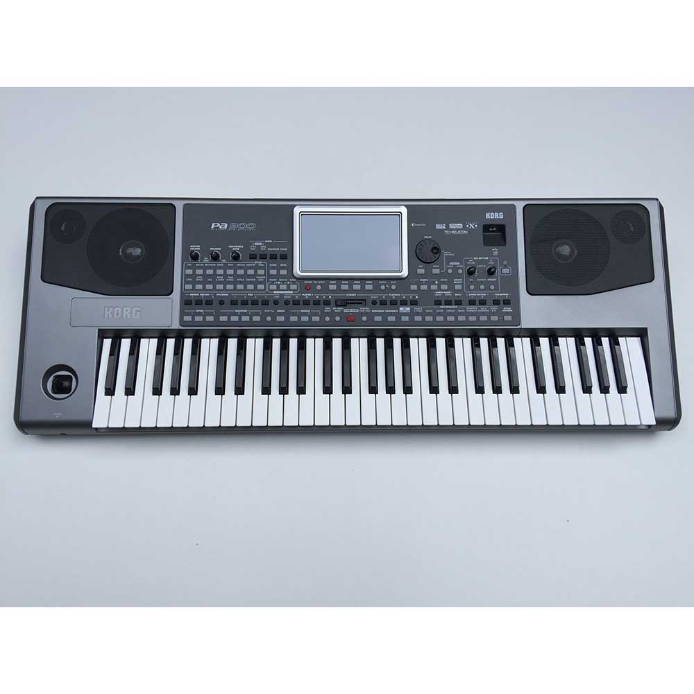 Korg Pre-Owned PA900 in Silver